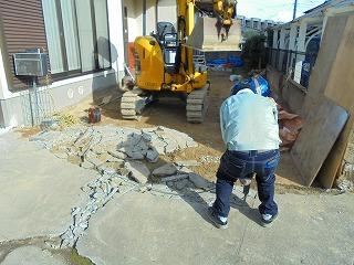 コンクリート解体作業中
