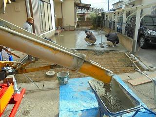 コンクリート敷き作業